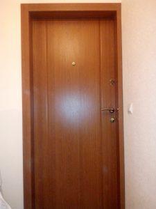 Обшитая дверь МДФ панелями