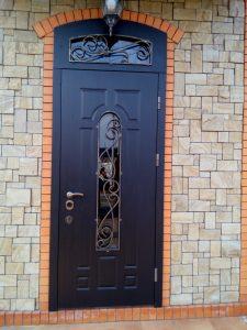 Дверь с фрамугой после реставрации