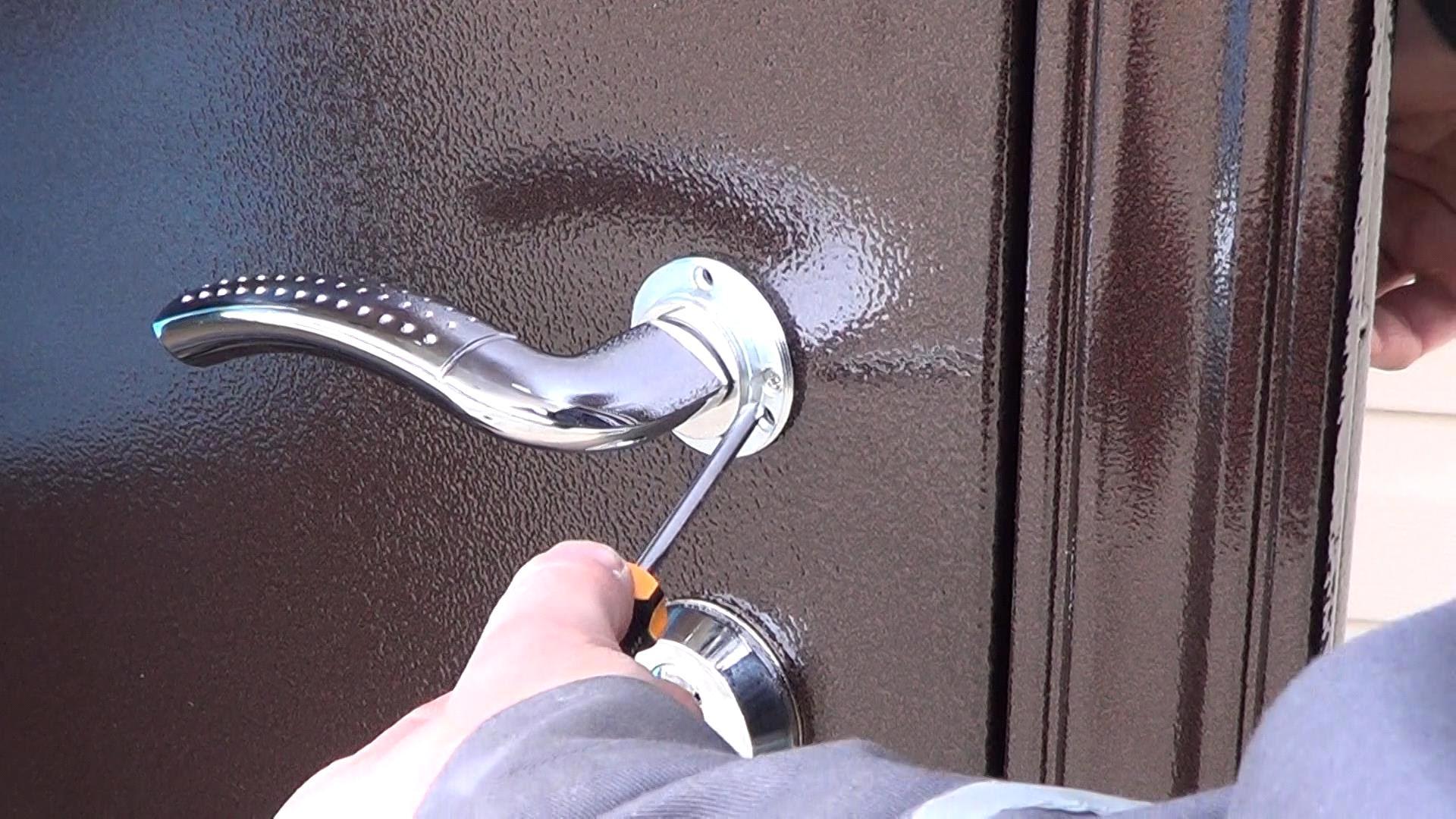 Компания Металлострой ремонтирует металлические двери